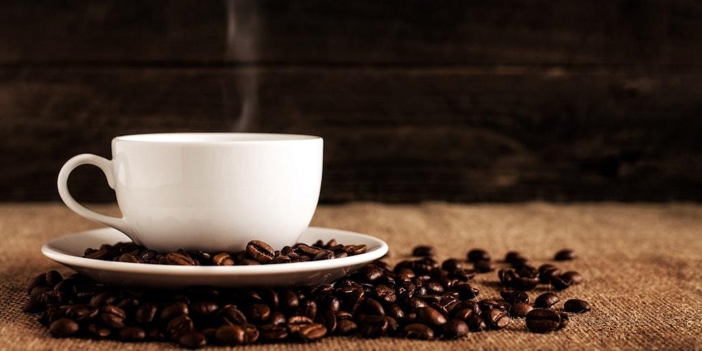 Stomend kopje koffie
