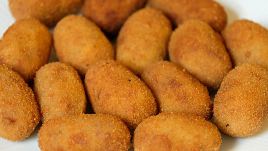 Aardappelkroketjes bovenaanzicht