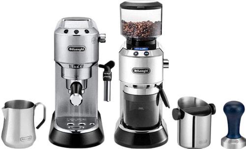 pistonmachine met koffiebonen en onderdelen