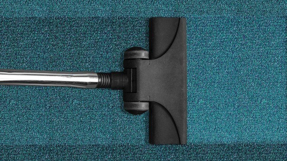 Stofzuigermond op blauw tapijt