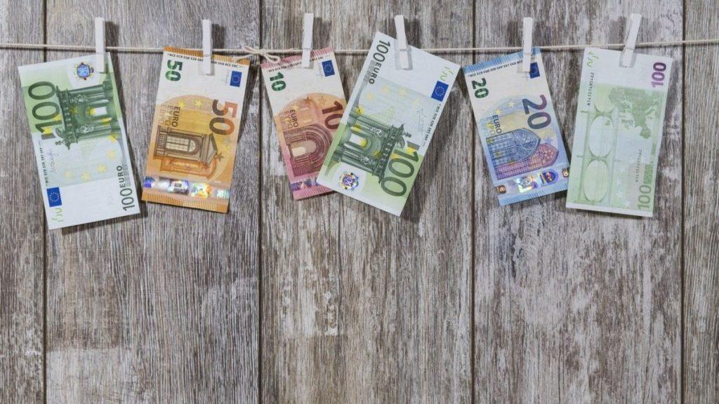 Geld aan de waslijn