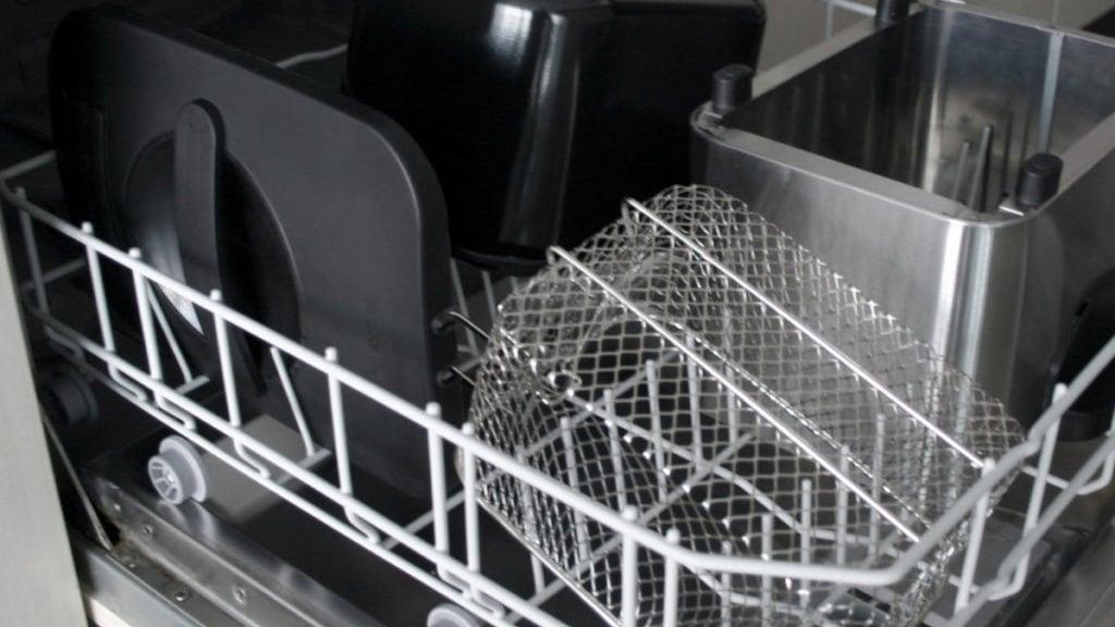 Frituurpan-onderdelen in de vaatwasser