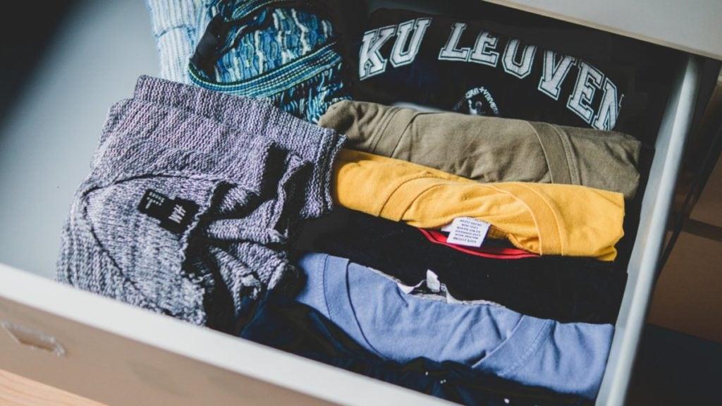 Lade met kleding