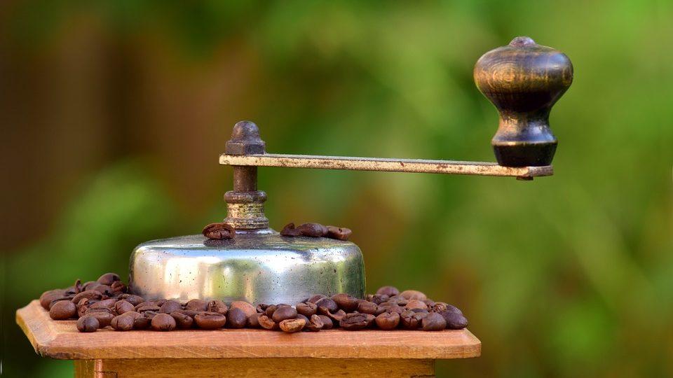Vintage handmatige koffiemolen