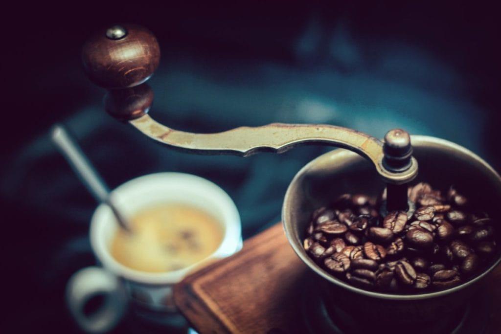 Hoe Kan Ik Koffiebonen Malen voor de Perfecte Kop Koffie?