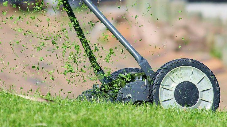 Gras maaien met de handmaaier