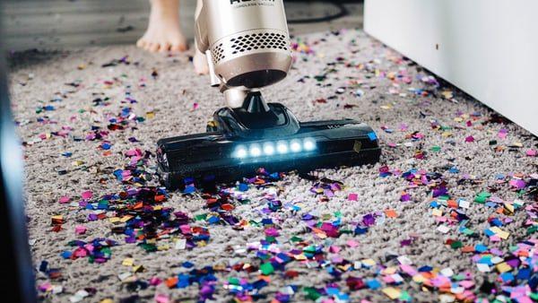 Stofzuiger zuigt glitter en confetti op