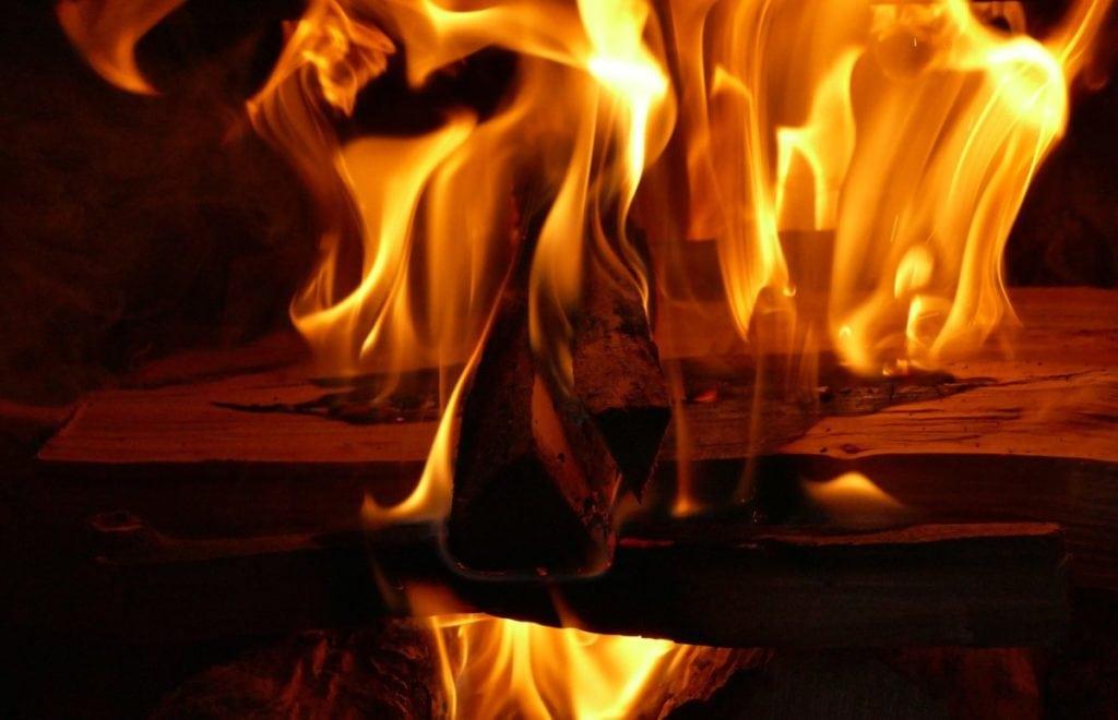 Vlammen, vooraanzicht