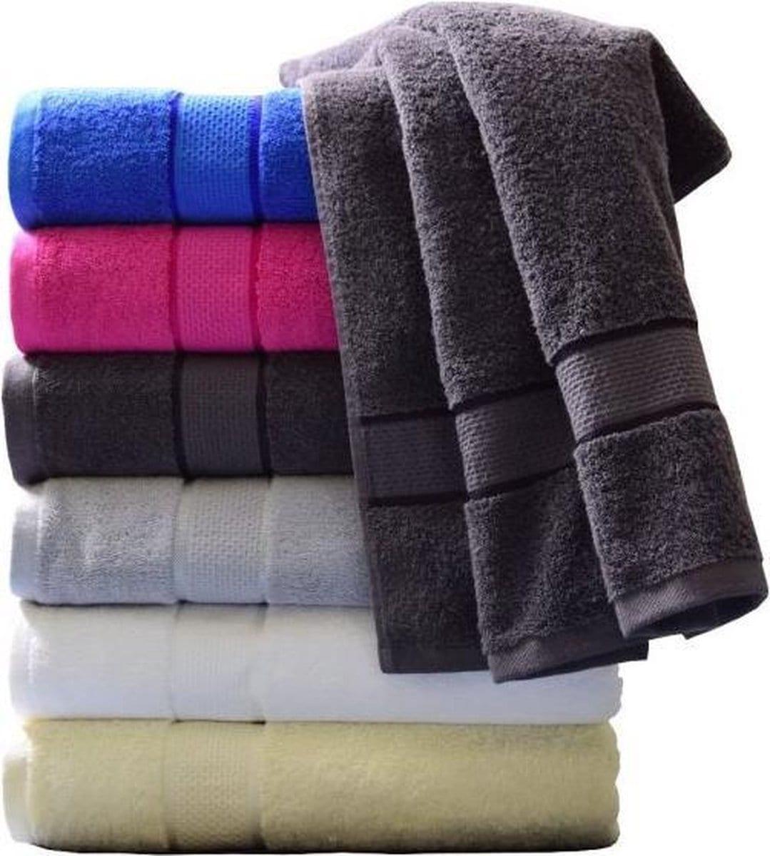 Stapel handdoeken vooraanzicht