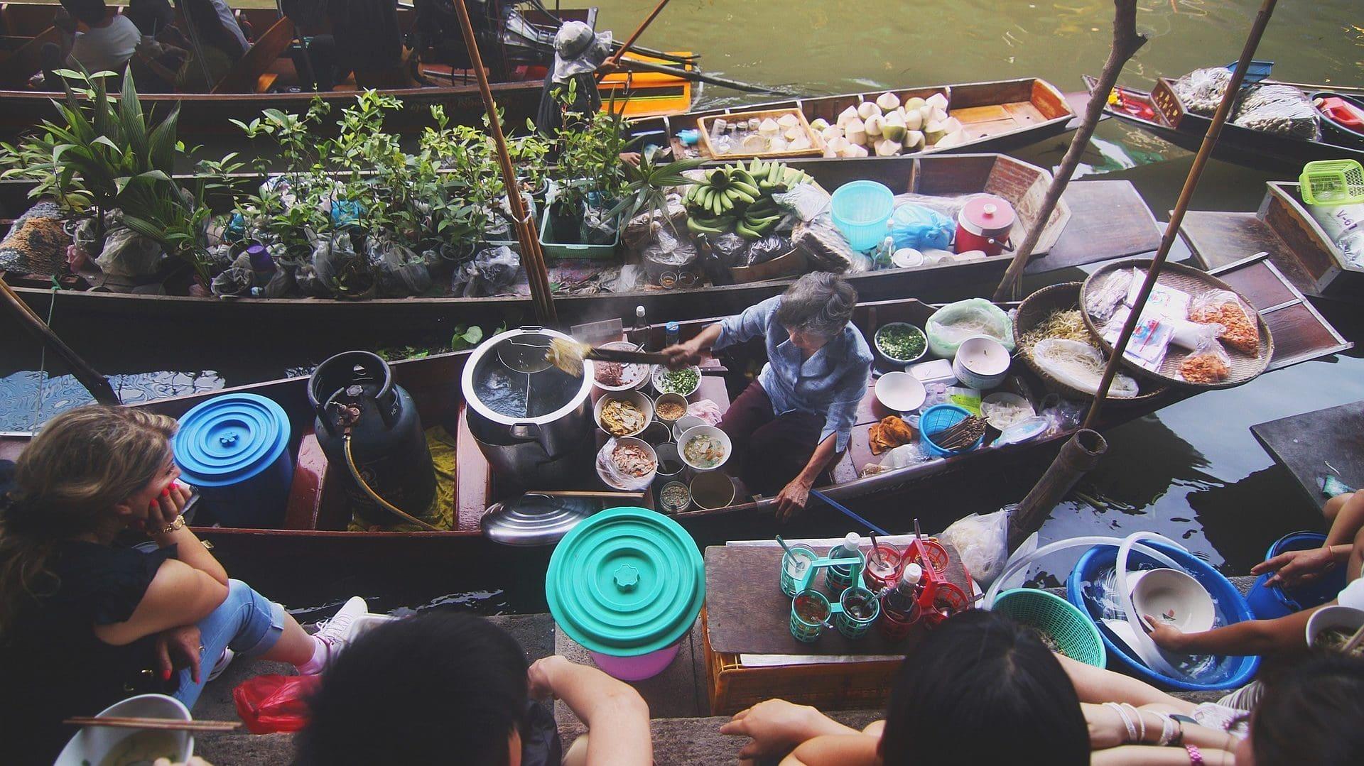 Drijvende markt in Bangkok, bovenaanzicht