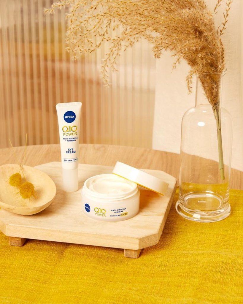 Nivea Q10- producten op tafel, vooraanzicht