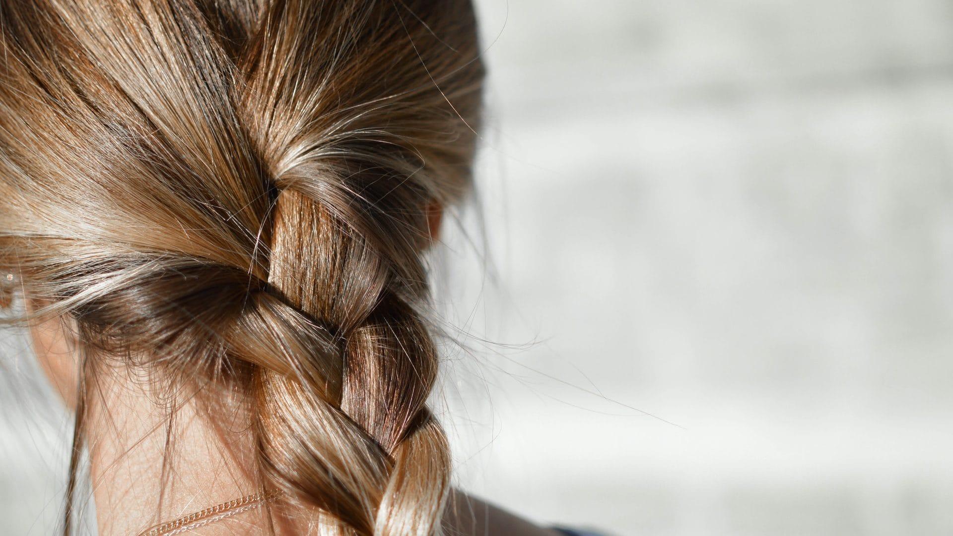 Blonde vlecht, achterzijde