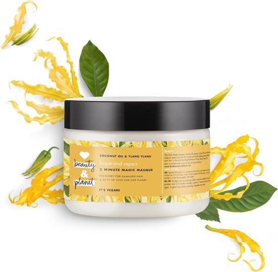 Love Beauty & Planet haarmasker, omgeven door gele bloemen. Vooraanzicht