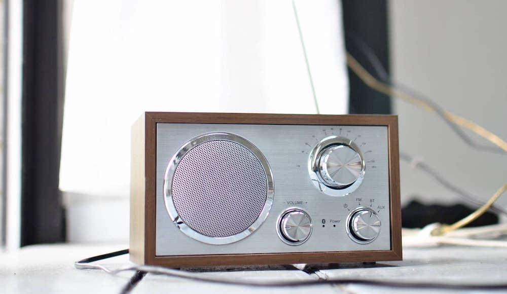 dab radio op tafel