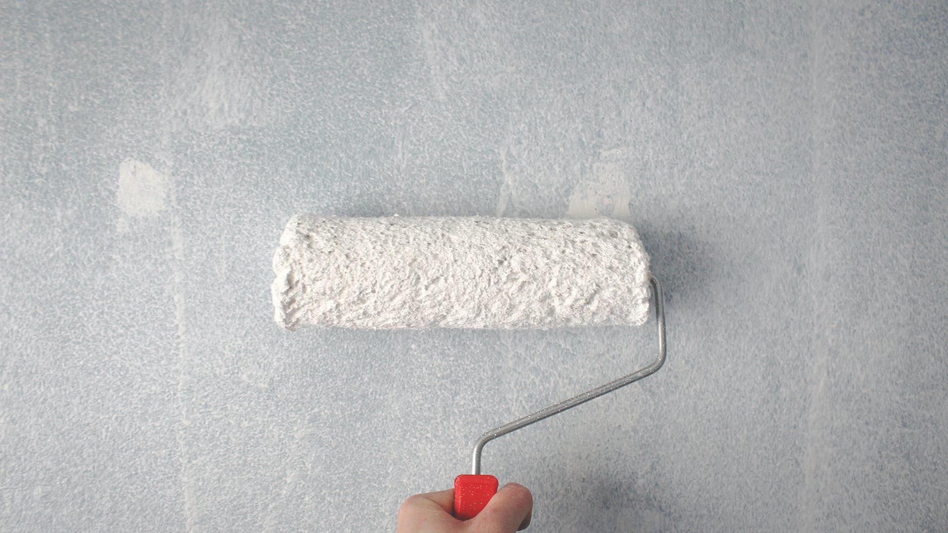 verfroller met witte verf