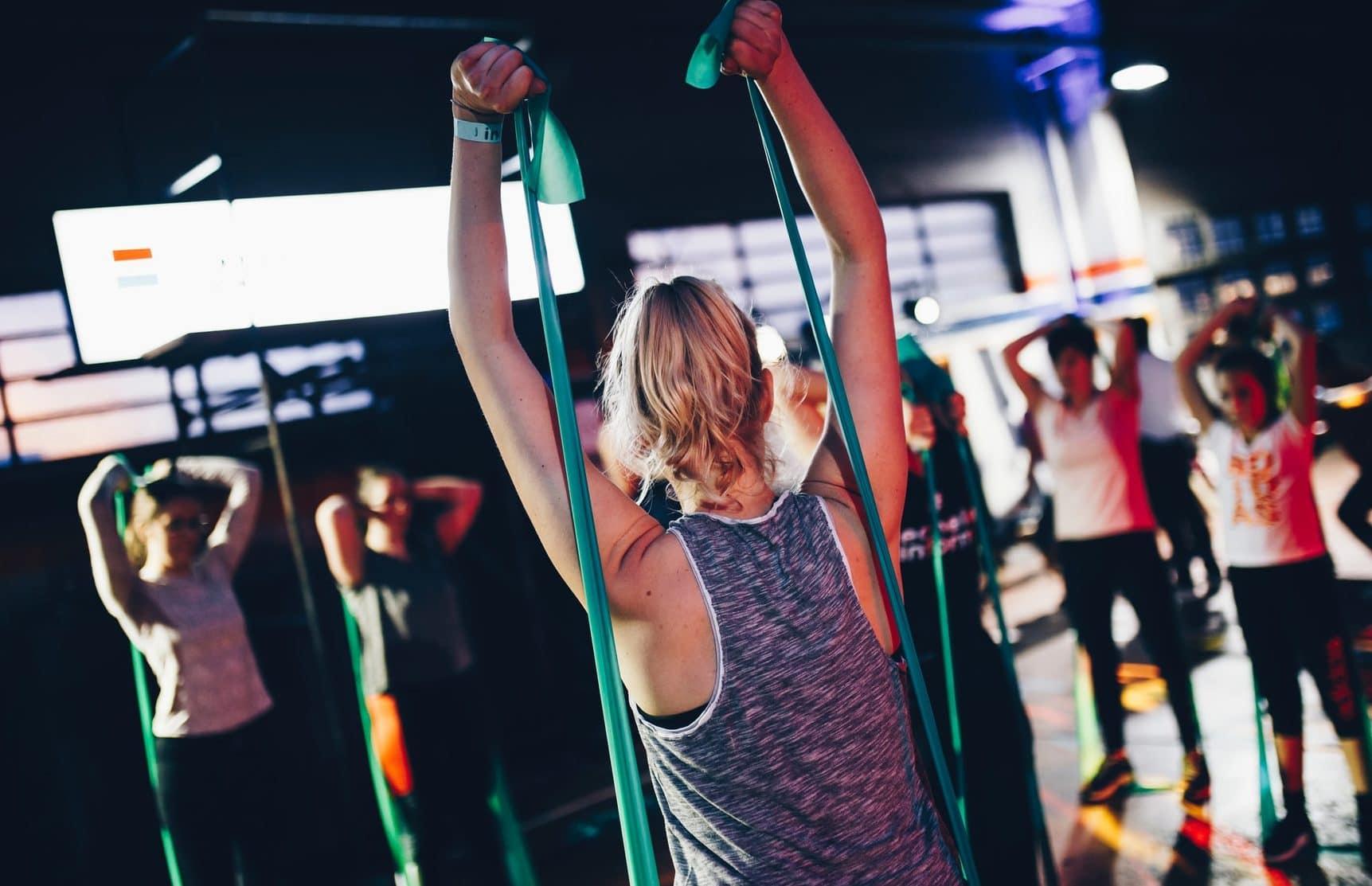 Workout met weerstandsbanden, achteraanzicht